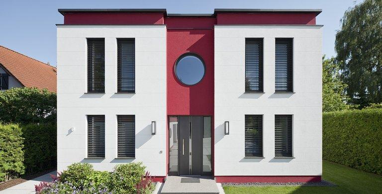 Stadtvilla Cubatur im puristischen Bauhaus-Design. Copyright: Roth-Massivhaus